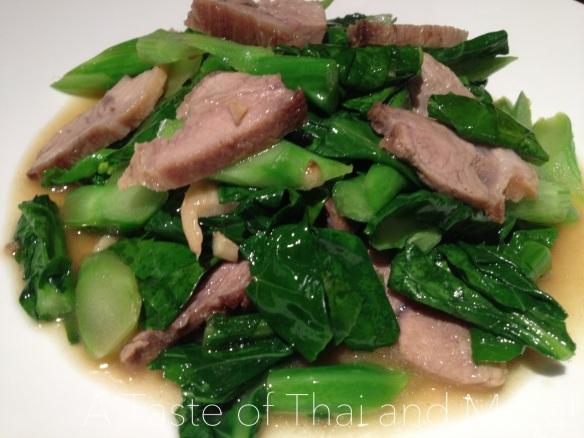 Chinese Kale/Broccoli Stir-Fry with Crispy Pork – Pad Kana Moo Grob